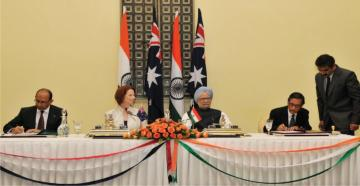 Shri Ashok Thakur, Secretary (HE) and Mr. Peter Verghese, Australian High Commissioner to India, signing the MoC in the presence of Shri Manmohan Singh, Prime Minister of India and Ms. Julia Gillard, Prime Minister of Australia.